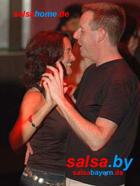 Im Club Kafka in Traunstein Salsa tanzen
