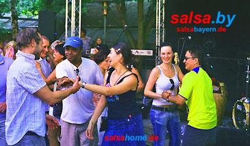 Salsa tanzen zur Karibischen Wiese im E-Werk Biergarten in Erlangen